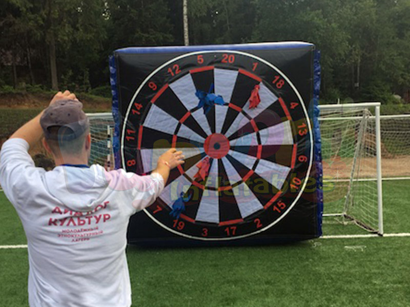2018 New outdoor inflatable soccer giant dart board inflatable dart for fun