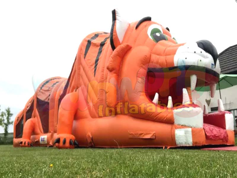 Giant inflatable tunnel obstacle course tiger rush obstacle course for kids
